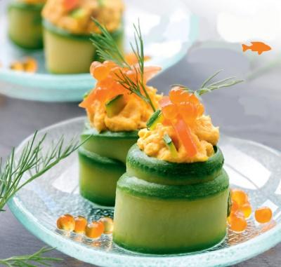 Okurkové závitky s lososovou náplní nadchnou. Skvěle osvěží!