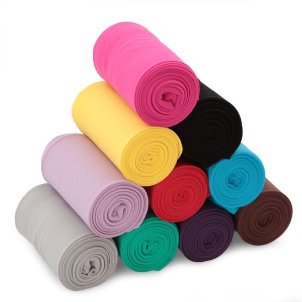 Punčocháče v pestrých barvách oživí váš outfit